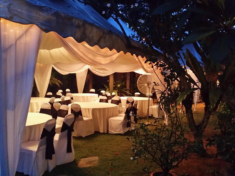 Catering_Wedding_Garden_B_W_Rental_HighTop_7006
